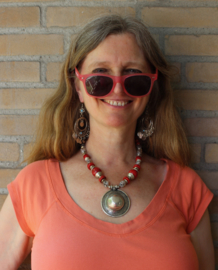 """Bohemian hippie chic Halssnoer met ZILVER kleurige pendant met RODE en fantasie kralen - Necklace Boho8  """"Sagat"""" pendant - Pendant, Boho hippy chick necklace SILVER colored and RED fantasy  beads"""