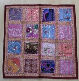 Patchwork Gujarati kussensloop ROZE1 pailletten kraaltjes patchwork 61 cm vierkant - Gujarati pillow case, PINK1, beads and sequins patchwork decorated
