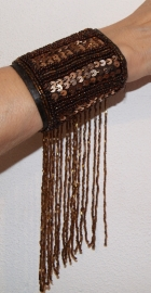 Polsband / armband met pailletten en kralenfranje DONKER BRUIN - one size - Arm cuff / wrist band fully sequinned with beaded fringe DARK BROWN