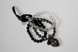 Setje van 3 kralen armbandjes ZWART ZILVER en TRANSPARANT met bedeltjes, hartjes, elastisch - 3-piece beaded charm bracelet set BLACK, SILVER, TRANSPARENT, with hearts