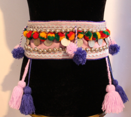 Tribal fusion heup gordel LILA  PAARS ZILVER ROOD GEEL GROEN met pompons en kwasten - Tr6 - Hipbelt tribal fusion LILAC PURPLE SILVER RED YELLOW GREEN with pom poms and tassels - Ceinture tribale LILA MAUVE ARGENT aux pompons et sequins