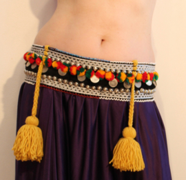 Tribal fusion heup gordel ZWART ZILVER ROOD GEEL GROEN OKER-GEEL met pompons en kwasten - Tr11 - Hipbelt tribal fusion BLACK SILVER RED YELLOW GREEN OKER with pom poms and tassels -  Ceinture tribale aux pompons et sequins JAUNE SAFFRAN ARGENT