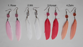 Lichtgewicht veertjes oorbellen in 4 mooie kleuren ROSE, WIT, KORAAL, ZALM - Lightweight feather earrings ROSE, WHITE, CORAL, SALMON