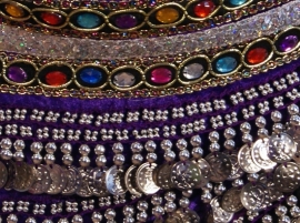 PAARS ZILVER fluwelen buikdansgordel 2 rijen gekleurde steentjes - GS3z - Velvet bellydance hipbelt PURPLE, SILVER decorated, with multicolor stones