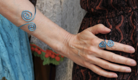 Krullen armband BLAUW - one size adaptable - Curly bracelet BLUE