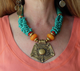 Bohemian hippie chic Halssnoer GOUD kleurig met AMBER GELE en TURQUOISE BLAUWE kralen - Necklace Hilal Boho4 - Boho hippy chick necklace GOLD colored  with AMBER color and TURQUOISE BLUE colored beads