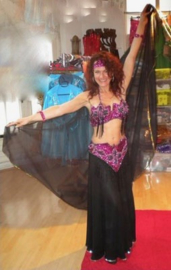 Kompleet pailletten en kralen buikdanskostuum FUCHSIA ZWART ZILVER  -  Fully sequinned bellydance costume FUCHSIA BLACK SILVER