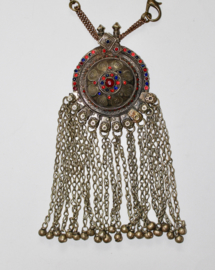Zilver kleurige XLBanjari Kuchi Pendant met BLAUWE en RODE glaskralen ingelegd - Pendant23 - XL Banjari Kuchi Pendant with BLUE and RED glass stones inlay