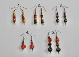 Lichtgewicht oorbellen met sierkralen GOUD, ZILVER, ROOD, FUCHSIA -Lightweight decorative beads earrings RED, FUCHSIA, SILVER, GOLD