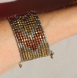 1 Flexibele 3-kleuren Kraaltjes armband GOUD, ZILVER  en KOPER kleur met Faraonisch motief - One 3-colors Flexible, Beaded bracelet  GOLD, SILVER and BRASS color with Pharaonic design