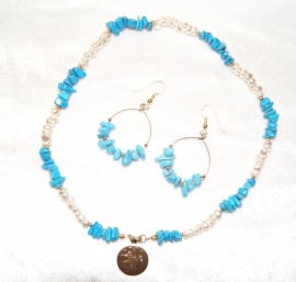 Setje van halssnoer + oorbellen TURQUOISE en PAREL kleur - Jewel set : earrings + necklace TURQUOISE + PEARL color