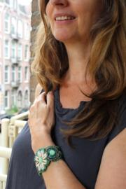 Ibiza armband met kraaltjes en Cowry schelpen ster 9 verschillende kleuren  : GROEN, PAARS, TURQUOISE, FUCHSIA, KOPER, MULTICOLOR, AQUA, BRUIN, WIT - 9 different colors  Ibiza bracelet, fully beaded with small beads, shells and Cowry shells