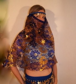 1001 Nacht kanten Haremsluier van BLAUWE en GOUDEN bloemenkant met hoofdbandje  - 1001 Night party veil BLUE with GOLDEN lace with headband attached
