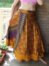 2-lagen Wikkelrok GOUD BRUIN PAARS met kasjmier motief - one size - Wrap and tie 2-layer GOLDEN BROWN PURPLE silk skirt with kashmir Paisley design