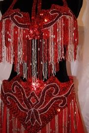 5-delig buikdanskostuum ROOD ZILVER  met pailletten, kralen en kralenfranje + rok/sluier kleur naar keuze - Fully sequinned 5-piece bellydance costume RED SILVER