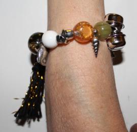 """""""Voel"""" en """"Geluids"""" Armband nr2 met verschillende soorten grote kralen, kwast en  belletje, elastisch - one size - Elastic big beads bracelet to """"touch and listen nr2"""""""