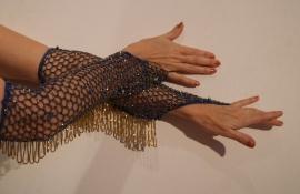Handschoenen gehaakt, BLAUW met GOUDEN kraaltjes en kralenfranje -  H4g one size - 1 pair of beaded bellydance gloves, BLUE, crochet work,  GOLDEN beads and fringe decorated