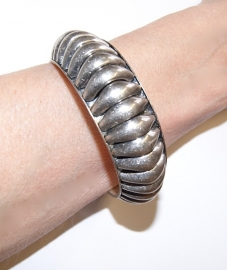 Tribal Boho Ibiza armband ZILVER-kleur met zacht afgeronde kartelrand - Tribal fusion Bohemian Ibiza style bracelet SILVER COLORED with soft ondulating outside