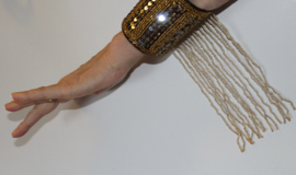Polsband / armband met pailletten en kralenfranje DONKER BRUIN met GOUD - one size - Arm cuff / wrist band fully sequinned with beaded fringe DARK BROWN wrist cuff with GOLD