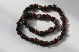 Natuur Halssnoer gemaakt van zaden BRUIN DONKERROOD - Naturel Necklace made of seeds BROWN DEEP RED