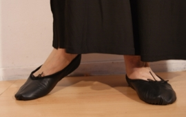 ZWARTE Ballet schoentjes met lederen zool, lederen bovenkant - BLACK Ballet shoes leather sole and leather upper
