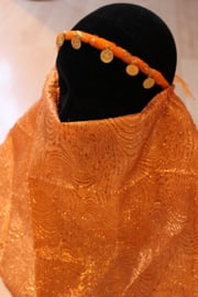 1001 Nacht Haremsluier gezichtssluier ORANJE KOPER GOUD met dessin met hoofdbandje Niqab - one size fits all - 1001 Night Facial veil Nikab ORANGE BRASS GOLD color with motive, headband attached