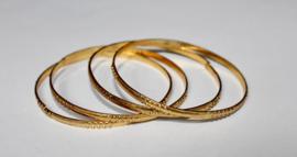 Setje van 2 prinsessen armbandjes voor meisje GOUD kleurig - 5,5 cm diameter - Princess nr1  : 2 bracelets GOLD color girls