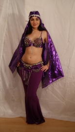 Tribalicious : 2-delig tribal fusion setje met spijkerversiering + studs PAARS ZILVER - Tribalicious 2-pce costume : fully sequinned BRA + hipbelt  PURPLE SILVER