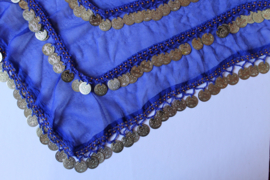 Basic buikdansgordel driehoek KONINGS BLAUW licht transparant chiffon met haakwerk, kraaltjes en GOUDEN of ZILVEREN muntjes - One size - Basic bellydance coinbelt triangle ROYAL BLUE, GOLD / SILVER  decorated