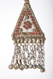 Pendant driehoek vorm met RODE geslepen glaskralen en achten ingelegd - Vintage Pendant8 - Pendant triangle with RED glass beads and figure 8 inlay