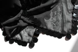 Sluier rechthoekig chiffon ZWART afgeboord met ZWARTE plastic pailletten en kraaltjes - 112 cm x 180 cm - BLACK chiffon veil rectangular, BLACK plastic coins rimmed