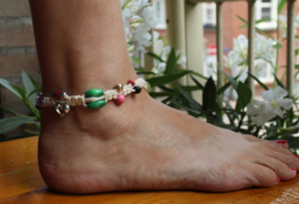 "Enkelbandje ""the Naturals"" van zacht GEBROKEN WIT katoen macramé met kralen MULTICOLOR + ZILVER + GLITTER - 27 cm omtrek - Anklet ""the Naturals"" soft OFF WHITE cotton macramé with MULTICOLOR + SILVER beads + GLITTER"