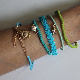 5-delig kralen armband setje Boho Ibiza Chic TURQUOISE GROEN GOUD bedeltjes (meisje dame elastisch ) - one size - 5-pce Bohemian chic Ibiza bracelet set TURQUOISE GREEN GOLD with Sun and Stars (girls / ladies elastic)