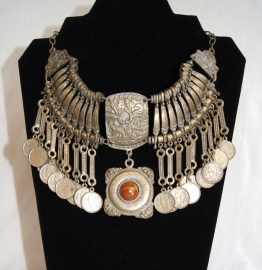 Bohemian Hippie Chic, muntjes Halssnoer faraonisch ZILVER kleur met BRUIN - farao10 - Boho hippy chick, Pharaonic coins necklace SILVER color with BROWN accent