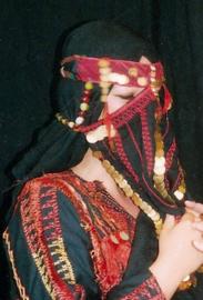 Origineel bedoeinen gezichtsmasker, Niqab, Egypte met kralen, munten en borduurwerk, handwerk - Badou bedouin facemask, niqab, Authentic embroidery handycraft from Egypt