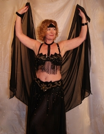Kompleet 7-delig buikdanskostuum ZWART GOUD met pailletten, kralen en kralenfranje + rok/sluier kleur naar keuze - Fully sequinned 7-piece bellydance costume BLACK GOLD