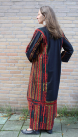 Egyptische Folklore jurk uit de Sinai woestijn ZWART, met ROOD en GEEL borduursel en GOUDEN muntjes - Egyptian Sinai Folk dress BLACK, RED and YELLOW handycraft embroidered