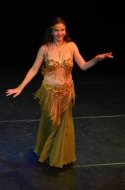 Kompleet 7-delig buikdanskostuum goud met pailletten, kralen en kralenfranje + rok/sluier kleur naar keuze