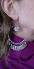 Oorbellen met muntjes grote ringen ZILVER kleurig - Earrings with coins SILVER colored big circles