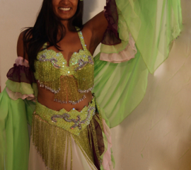 Buikdans Romantiek : 2 buikdanskostuums in 1 : LICHT GROEN, ROZE, BORDEAUX 11 delig -Bellydance Romance : 2 bellydance costumes in one : LIGHT GREEN, PINK, BURGUNDY 11 piece