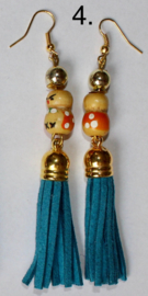 Oorbellen met TURQUOISE, MARINE BLAUWE, BEIGE, WITTE kwasten en katchina Gelukspoppetje - Earrings with TURQUOISE, NAVY BLUE, OFF WHITE, BEIGE tassels and Kachina doll for Good Luck