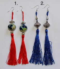 Lichtgewicht Oorbellen met kwasten en sierkralen ROOD, BLAUW, ZILVER - Lightweight Earrings with tassel and decorative beads RED, BLUE, SILVER
