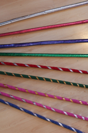 Dunne stok met krul voor Raqs Asaya / Saidi stokdans ZILVER, ROOD, BLAUW, PAARS, GROEN, GESTREEPT, ROZE - diameter 1,5 cm - Thin cane for raqs Asaya cane / stick dancing SILVER, RED, PURPLE, GREEN, PINK, BLUE, STRIPED