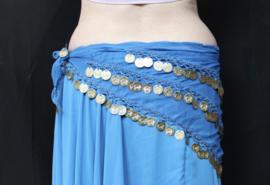Basic buikdansgordel driehoek  BLAUW, licht transparant chiffon met haakwerk, kraaltjes en GOUDEN muntjes - One size - Basic bellydance coinbelt triangle  BLUE, GOLD decorated