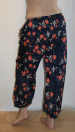 Luchtige roosjes harembroek MARINE BLAUW ROOD - one size 36/38/40 - Saroual - Harempants NAVY BLUE RED roses