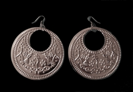 Saidi oorbellen ZILVER kleur Egypte met hierogliefen symbolen - diameter 7,5 cm - Saidi earrings SILVER color Egypt with pharaonic symbols