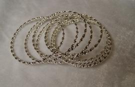 Setje van 8 gedraaide ZILVER-kleurige armbanden - 8 SILVER-colored Bracelets