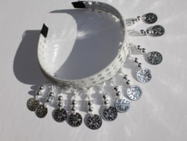 Diadeem WIT met ZILVEREN muntjes en kraaltjes Tiara voor meisjes en dames - one size - Tiara WHITE with SILVER beads and coins for ladies and girls