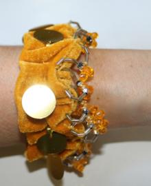 1 paar GOUD GEEL fluwelen enkelbandjes / Bovenarm bandjes met gouden muntjes en kraaltjes versiering - 1 pair of Anklets / upper arm bracelets GOLDEN velvet, GOLDEN beads and coins decorated
