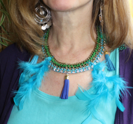 Bohemian Hippie chic Ibiza halssnoer met veertjes, kwasten, strass, veters en ketting TURQUOISE, GROEN, GOUD - Boho Hippie chick necklace with feathers, chain, ribbon, tassels and strass, TURQUOISE BLUE, GREEN, GOLD